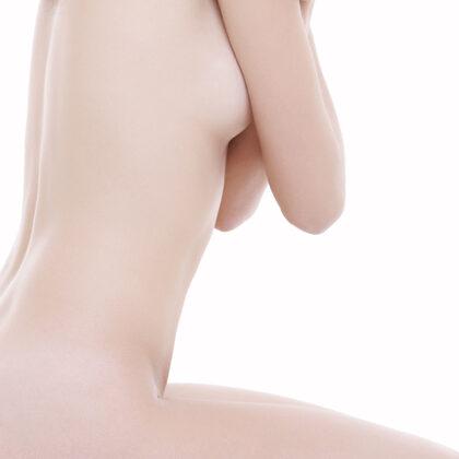 Dr_med_Khorram_Plastischer_aesthetischer_Chirurg_Brustvergroeßerung-420x600_2